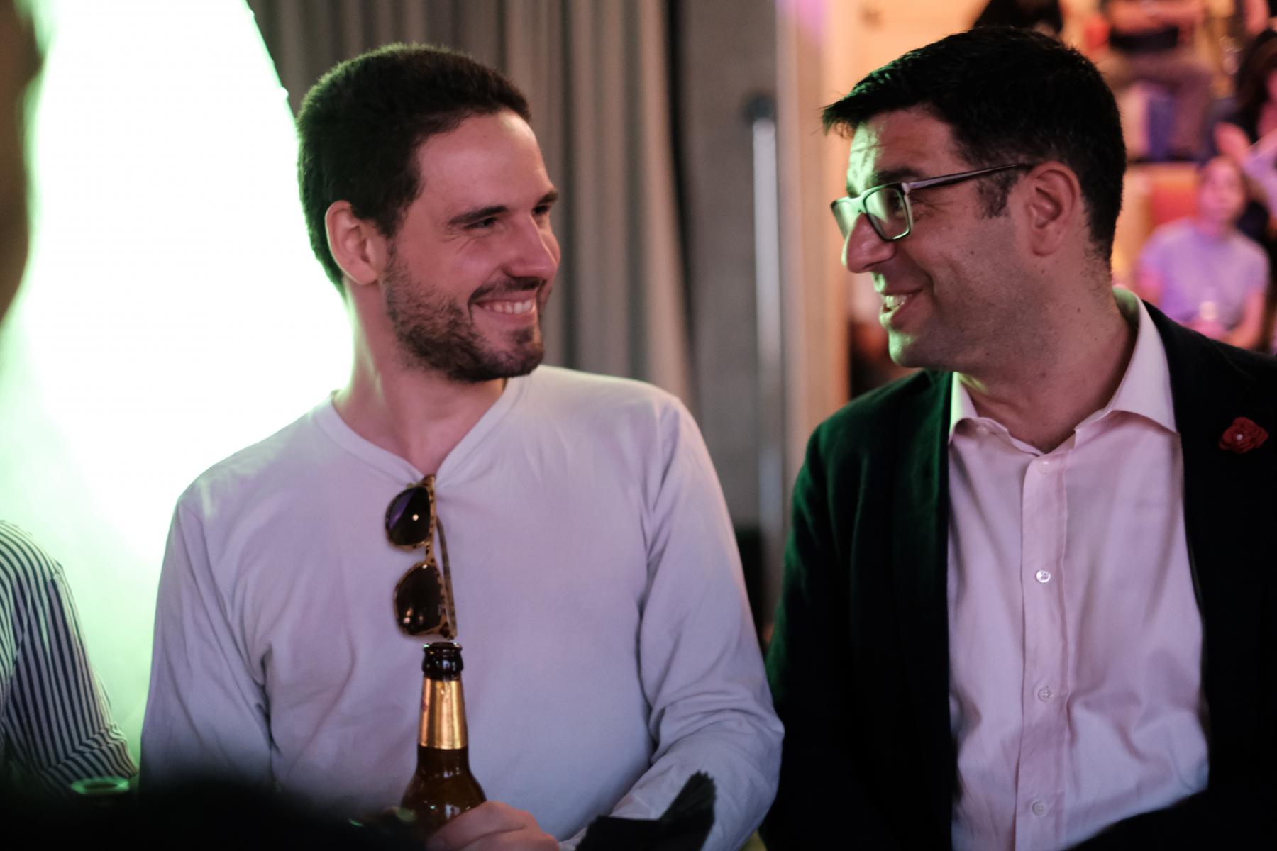 Angelo im Gespräch mit Mitkandidat Lewin Lempert