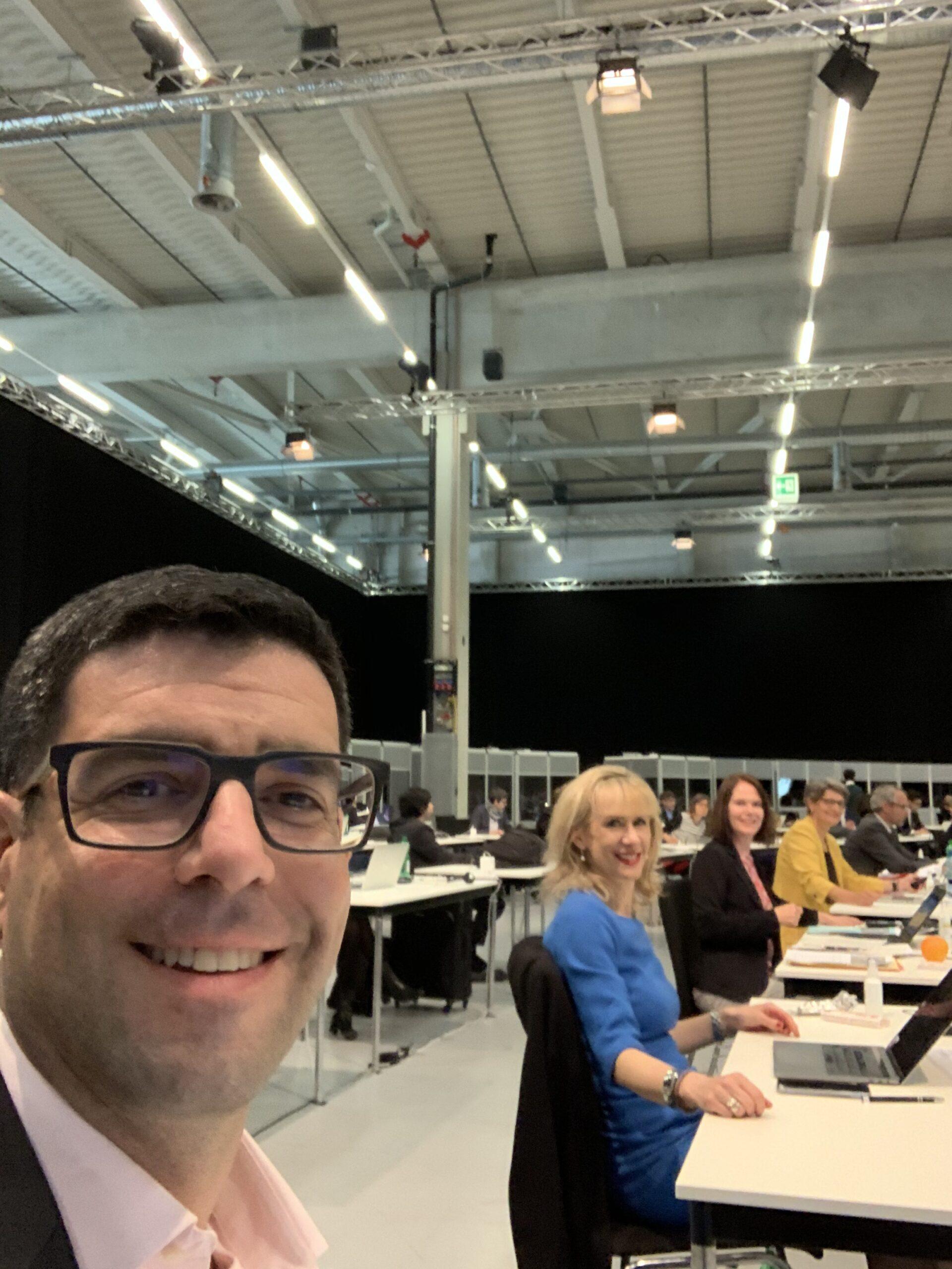 Selfie während der ausserordentlichen Session in der Bernexpo